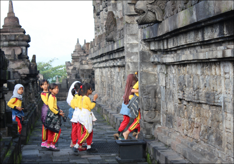 Schoolchildren on an outing to Borobudur